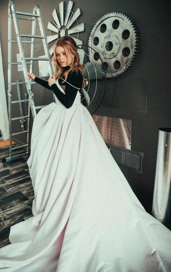 DRESS: RITA VINIERIS